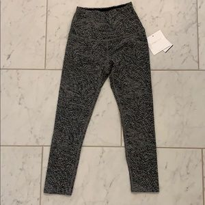 Beyond Yoga Size XS cropped leggings